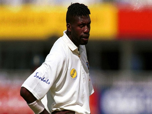 98 मैच में एम्ब्रोस के 405 विकेट