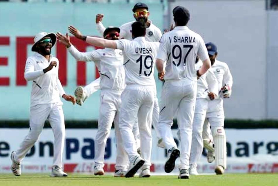 भारत के आसपास भी नहीं है पाकिस्तानी गेंदबाज