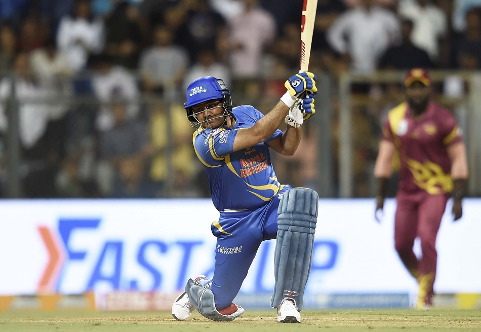 Virender Sehwag scores 21 runs from 2 balls of Naved-ul-hasan over