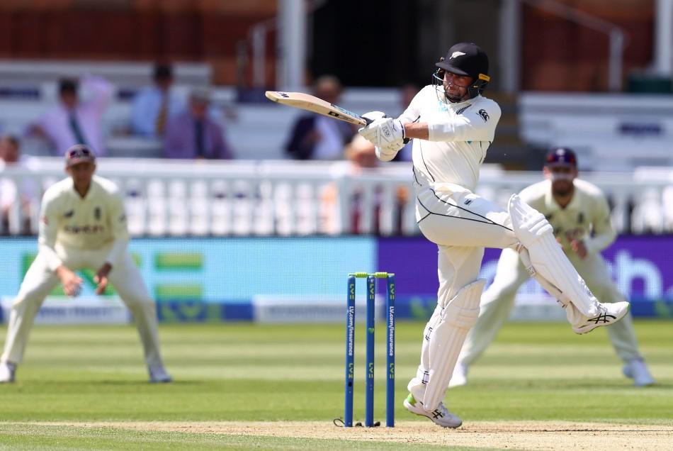 इंग्लिश बल्लेबाजों के खिलाफ अकेले ही लड़ते रहे कॉन्वे