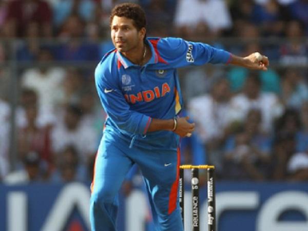 अंतरराष्ट्रीय क्रिकेट में 200 विकेट हैं दर्ज