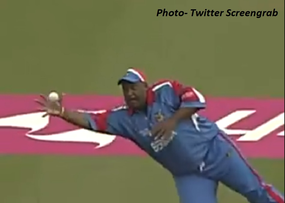 When a 127 kg Bermudas Dwane Leverock caught Robin Uthappa by diving in air during WC - VIDEO