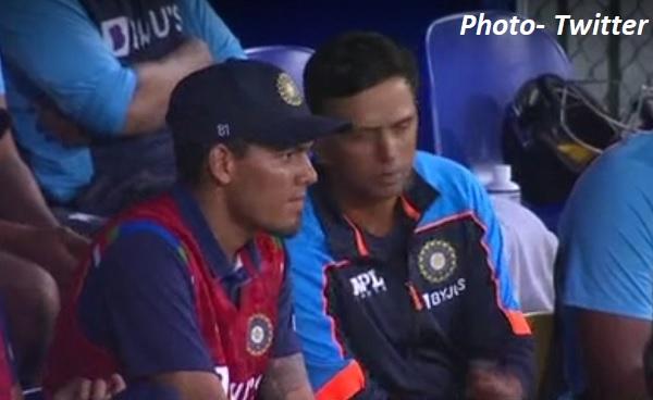मैच के टेंशन के पलों में द्रविड़ जैसा शख्स भी बेचैन दिखा-