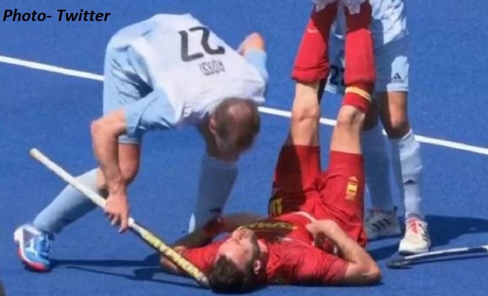 विपक्षी खिलाड़ी के सिर पर जानबूझकर मारी हॉकी, ओलंपिक मुकाबले में हैरान करने वाला मामला