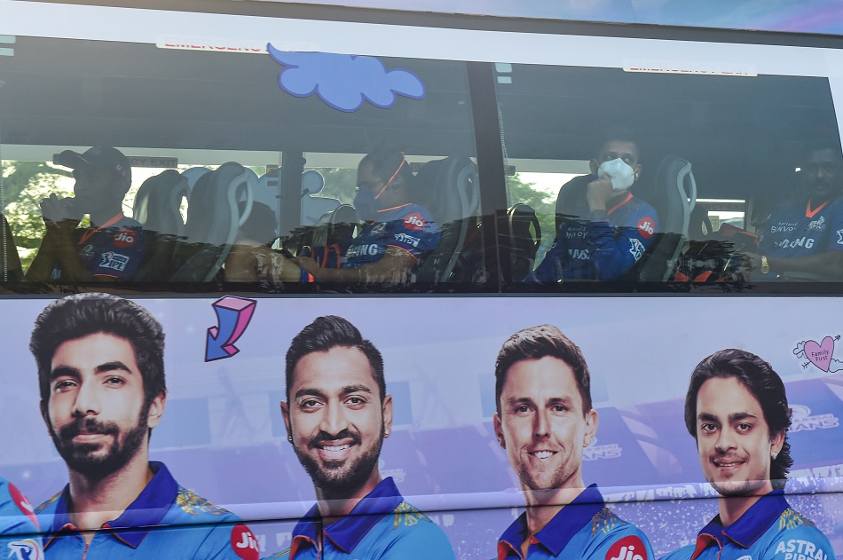 IPL 2021: Mumbai Indians team was surprised by the special announcement made pilot of the flight
