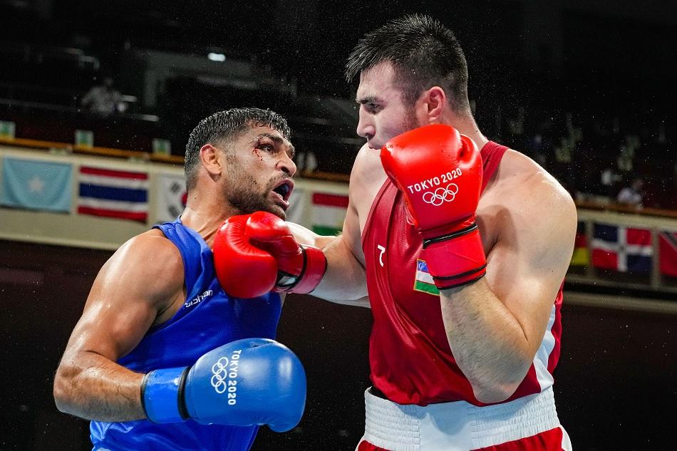 रिंग में सतीश कुमार ने दिखाई 'इंडियन आर्मी की भावना', विपक्षी मुक्केबाज ने भी किया सलाम