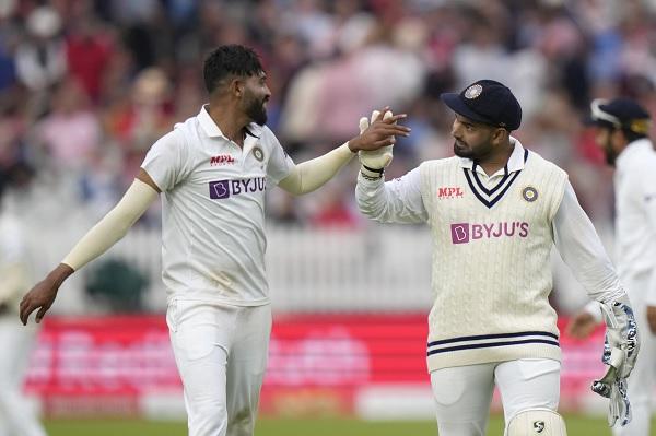 विदेशों में भारत के टॉप विकेटकीपर-बल्लेबाज बनने की ओर पंत-