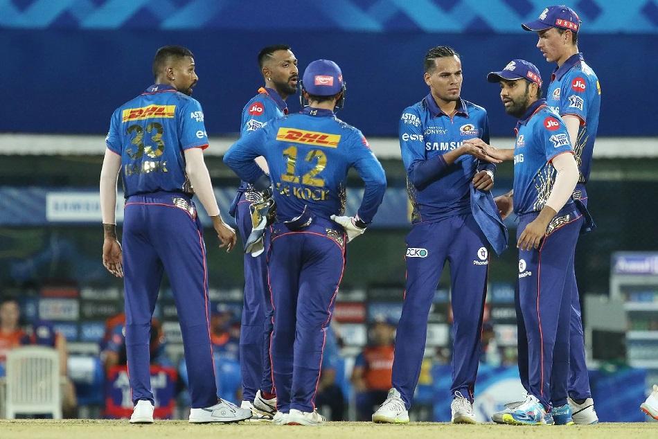 IPL 2021 : केकेआर हारा तो प्लेऑफ में पहुंच जाएगा मुंबई, देखें क्या है स्थिति