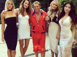 Pics Shane Warne Enjoys New Year S Eve With Beautiful Ladies