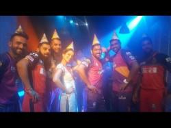 Photos When Kangana Ranaut Teaches Dance Step To Virat Kohli And Dhoni