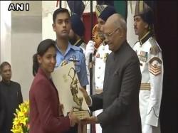 Cricketer Harmanpreet Kaur Golfer Ssp Chawrasia Conferred Wiith Arjuna Award By President