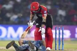 Ipl 2018 Fan Touches Virat Kohli Feet Mid Match Takes Selfie As Well