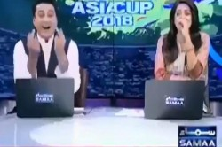 Video Pakistani News Anchor Shows Middle Finger While Show Was On Air