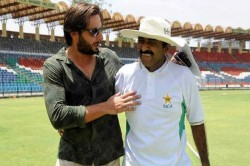 Javed Miyadad Asked Pak Cricketers Stop Commenting On Political Issue