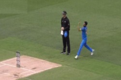 Indvsaus Dhoni Bhuwneshwar Trapped Aron Finch