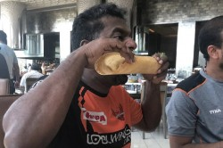 Muttiah Muralitharan Killing The Dosa Photo Viral In Social Media