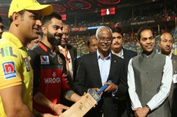 Ipl 2019 Dhoni Kohli Present Signed T Shirts To Maldives President Ibrahim Solih Video