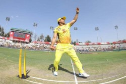 Ipl 2019 Ms Dhoni Shows His Bowling Skills Ahead Of The Last League Match