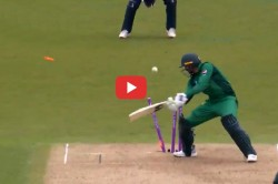 Shoaib Malik Out In A Bizzare Manner And Is Trolled In Social Media Watch