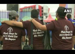 India Vs Pakistan Icc World Cup 2019 Fans Cheer For Indian Team Outside Old Trafford Stadium