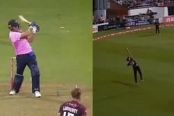 This Fielder Caught The Dangerous Catch Of De Villiers Watch Video