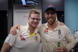 Steve Smith Poses With Jack Leach After Conclusion Of Ashes 2019 England Cricket Take A Dig
