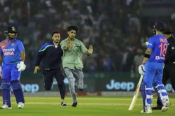 Fan Entered The Ground To Meet Kohli During India Vs South Africa T20 Match