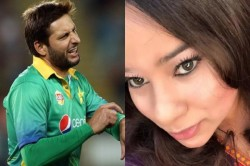 Pakistani Woman Journalist Asks Afridi Why Don T You And The Prime Minister Walk To Srinagar