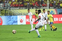 Isl 6 Kerala Blasters Fc And Northeast United Fc Played A 1 1 Draw