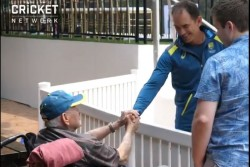 Watch Video Of Australian Coach Justin Langer Handover Australian Training Cap To 80 Year Old Fan