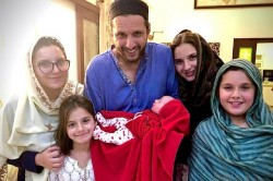 Shahid Afridi Shares His New Born Baby Girl Picture Along With His Four Elder Daughter On Twitter