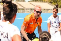 Coronavirus Indian Womens Hockey Coach Return Back In Midway After He Planned Trip To His Home