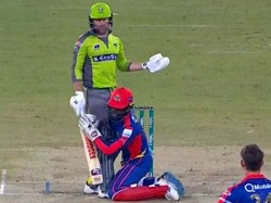 Psl 2020 Watch Viral Video Of Chadwick Walton Hilariously Tried To Grab Ben Dunk Legs During Match