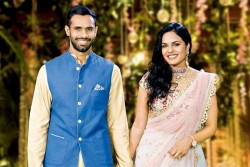 When Cricketer Hanuma Vihari Jumps Wall To Meet Girlfriend Preeti At Midnight Love Story