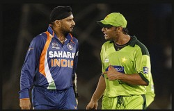 Shoiab Akhtar Reveals An Incident When He Went To Fight With Harbhajan Singh Hotel Room