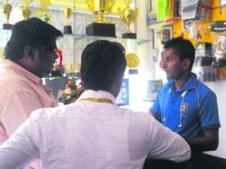 Srilankan All Rounder Upul Chandana 1000 Runs Took 800 Wickets But After Retirement Runs Sports Shop