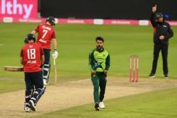 England Vs Pakistan Mohammad Amir Breaks Icc Saliva Ban Rule Twice At Manchester