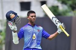 Syed Mushtaq Ali T20 Trophy Yashashwi Jaiswal Thrashes Sreesanth Hits 18 Runs In Just 1 Over
