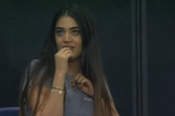 Mi Vs Kxip Mystery Girl Riana Lalwani Grabbed Attentions In Thrilling Game