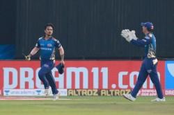 Ipl 2020 Mi Vs Srh Ishan Kishan Taking A Amazing Catch When David Warner Playing Well