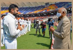Andrew Strauss Alastair Cook Took A Dig At Virat Kohli For Defending Ahmedabad Pitch