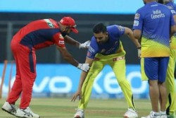 Ipl 2021 Deepak Chahar Touches Feet Of Mohammed Shami And Then Bowled Best Spell Of Ipl Viral