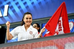 Even After Losing The Match Shahrukh Khan Won The Heart Of Preity Zinta