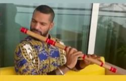Shikhar Dhawan Plays Jagjit Singh S Song Hothon Se Chhulo Tum With His Flute Video