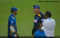 Ind Vs Sl 2nd Odi Heated Argument Between Coach And Captain Of Sri Lanka On Field Itself Video