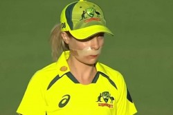 Australia Women Vs India Women Twitter Stormed By Sophie Molineux Courage As She Returns After Hit