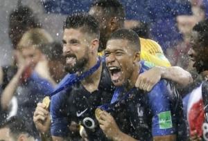 FIFA WC 2018: पीएम मोदी और राष्ट्रपति कोविंद ने कुछ इस तरह दी फ्रांस की टीम को बधाई