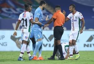 ISL 2020-21: मोहन बागान को हरा मुंबई ने जीता लीग विनर्स शील्ड, 2-0 से हरा टॉप पर खत्म किया लीग स्टेज