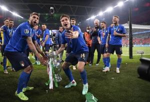 यूरो फाइनल में इंग्लैंड की हार के बाद दंगा करने वाले 49 लोग गिरफ्तार, 19 अधिकारी हुए थे घायल