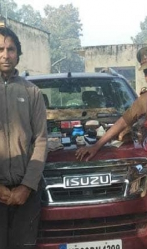 शिकार करने गए इस खिलाड़ी को यूपी पुलिस ने किया गिरफ्तार, सांभर की खाल और राइफल बरामद